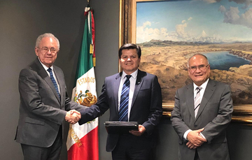 El Secretario de Comunicaciones y Transportes, Javier Jiménez Espriú, junto con el Director General de AEM, Salvador Landeros Ayala, recibió al Ejecutivo de NASA, Andrés Martínez, quien reconoció, especialmente, al talento de la juventud.