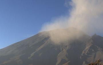 En las últimas 24 horas, mediante los sistemas de monitoreo del volcán Popocatépetl se identificaron 125 exhalaciones acompañadas de vapor de agua, gases volcánicos y ligeras cantidades de ceniza. Además, se registraron tres explosiones.