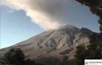 En las últimas 24 horas, mediante los sistemas de monitoreo del volcán Popocatépetl se identificaron 147 exhalaciones acompañadas de vapor de agua, gases volcánicos y ligeras cantidades de ceniza.