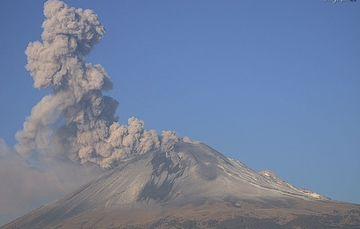 En las últimas 24 horas, mediante los sistemas de monitoreo del volcán Popocatépetl se identificaron 125 exhalaciones acompañadas de vapor de agua, gases volcánicos y ligeras cantidades de ceniza.