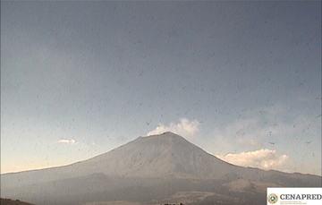 En las últimas 24 horas, mediante el sistema de monitoreo del volcán Popocatépetl se identificaron 138 exhalaciones, acompañadas de vapor de agua, gases y bajas cantidades de ceniza que se dispersaron principalmente hacia el noreste.