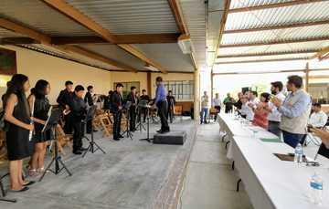 Entrega de Becas a estudiantes de Educación Media Superior que integran la Banda Sinfónica Juvenil de San Felipe Otlaltepec, Puebla.