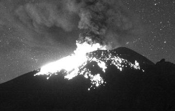 En las últimas 24 horas, mediante el sistema de monitoreo del volcán Popocatépetl se identificaron 100 exhalaciones, acompañadas por la emisión de gases volcánicos, bajas cantidades de ceniza y en ocasiones fragmentos incandescentes.