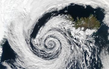 La ciencia meteorológica , junto con la hidrología, cumple un relevante papel en el equilibrio medioambiental y en todas actividad humana para que la vida continúe como la conocemos.