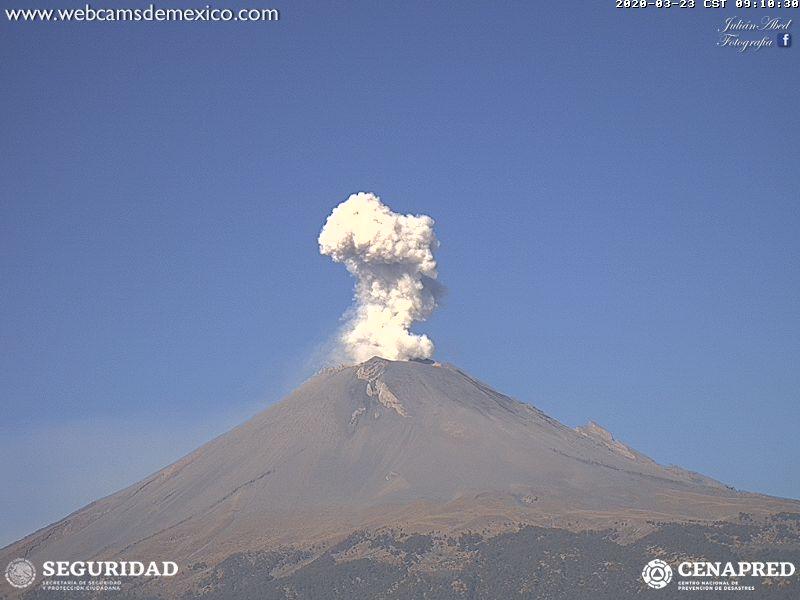 En las últimas 24 horas, mediante el sistema de monitoreo del volcán Popocatépetl se identificaron 73 exhalaciones, acompañadas por la emisión de gases volcánicos, bajas cantidades de ceniza y en ocasiones fragmentos incandescentes.
