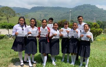 Estudiantes de Tlaolantongo y Jopala, en el estado de Puebla, reciben Beca Benito Juárez de Educación Media Superior.