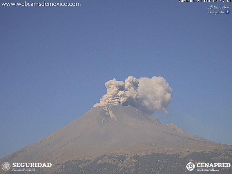 En las últimas 24 horas, mediante el sistema de monitoreo del volcán Popocatépetl se identificaron 163 exhalaciones, acompañadas por la emisión de gases volcánicos, bajas cantidades de ceniza. Además, se registraron 86 minutos de tremor de baja amplitud.