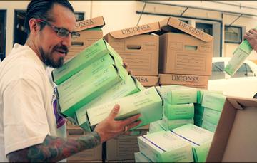 Sale de SEGALMEX carga con guantes, gel y cubrebocas para tiendas comunitarias Diconsa