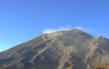 En las últimas 24 horas, mediante el sistema de monitoreo del volcán Popocatépetl se identificaron 86 exhalaciones, una explosión y 654 minutos de tremor.
