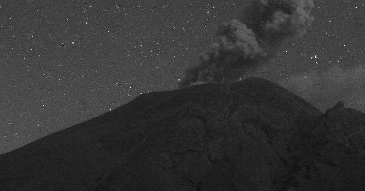 En las últimas 24 horas, mediante el sistema de monitoreo del volcán Popocatépetl se identificaron 49 exhalaciones, 1027 minutos de tremor y una explosión menor.