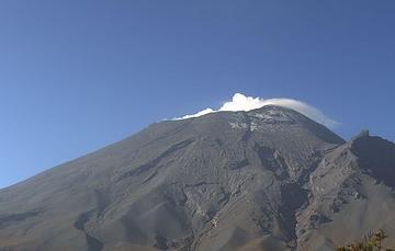 En las últimas 24 horas, mediante el sistema de monitoreo del volcán Popocatépetl se identificaron 100 exhalaciones acompañadas de vapor de agua, gases volcánicos y ligeras cantidades de ceniza.