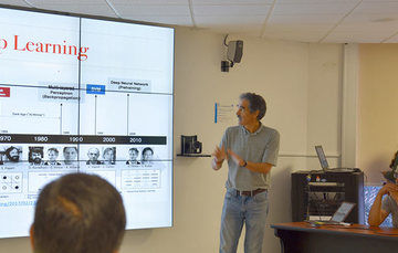 Doctor Eduardo Morales Manzanares, investigador del INAOE, realiza investigación en aprendizaje computacional y robótica.