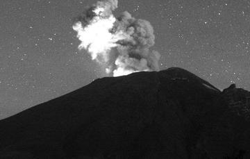 En las últimas 24 horas, mediante el sistema de monitoreo del volcán Popocatépetl se identificaron 122 exhalaciones acompañadas de vapor de agua, gases volcánicos y ligeras cantidades de ceniza.