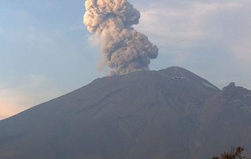 En las últimas 24 horas, mediante el sistema de monitoreo del volcán Popocatépetl se identificaron 366 exhalaciones acompañadas de vapor de agua, gases volcánicos y ligeras cantidades de ceniza.