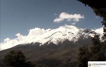 En las últimas 24 horas, mediante el sistema de monitoreo del volcán Popocatépetl se identificaron 198 exhalaciones acompañadas de vapor de agua, gases volcánicos y ligeras cantidades de ceniza. Las emisiones de ceniza se dispersaron en el sector este-sur
