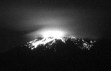 En las últimas 24 horas, mediante el sistema de monitoreo del volcán Popocatépetl se identificaron 106 exhalaciones y 902 minutos de tremor.