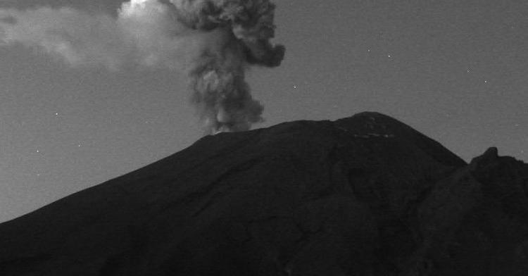 En las últimas 24 horas, mediante el sistema de monitoreo del volcán Popocatépetl se identificaron 168 exhalaciones y 295 minutos de tremor, estos eventos fueron acompañados por la emisión de gases volcánicos y en ocasiones ligeras cantidades de ceniza.