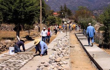 Organización comunitaria, base del éxito del programa de Caminos Pavimentados
