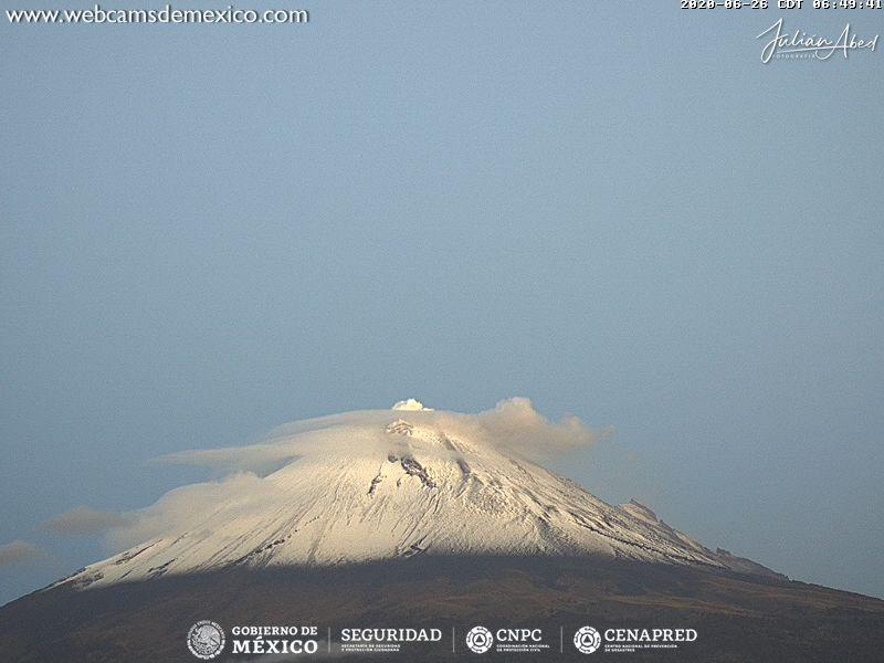 En las últimas 24 horas, mediante el sistema de monitoreo del volcán Popocatépetl se identificaron 114 exhalaciones acompañadas de gases volcánicos y en ocasiones de ligeras cantidades de ceniza. Además, se registraron 9 minutos de tremor.