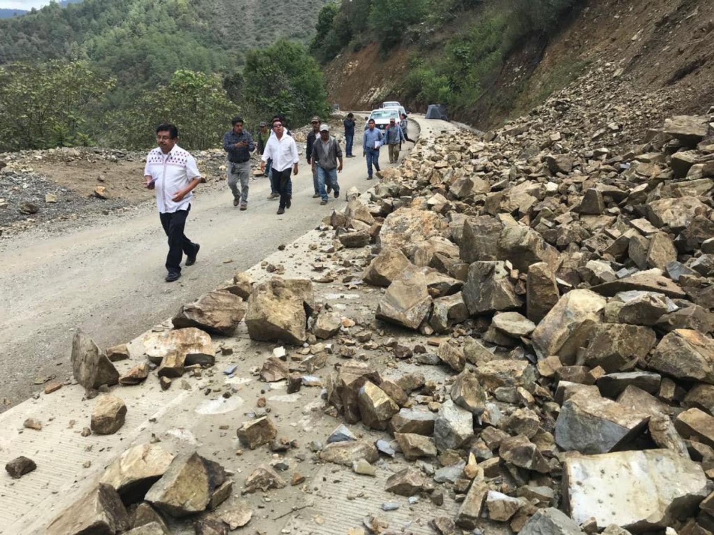 Atiende el INPI a familias damnificadas por el sismo en la Sierra Sur de Oaxaca.