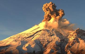 En las últimas 24 horas, mediante el sistema de monitoreo del volcán Popocatépetl se identificaron 169 exhalaciones de baja intensidad, acompañadas de gases volcánicos y en ocasiones de bajas cantidades de ceniza. Asimismo, 32 minutos de tremor.