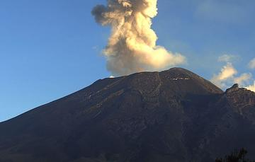 El sistema de monitoreo registró 201 exhalaciones, 63 minutos de tremor y una explosión menor ayer a las 14:09h.