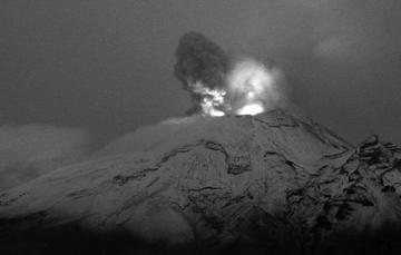El sistema de monitoreo registró 165 exhalaciones, dos explosiones menores y tres sismos volcanotectónicos.