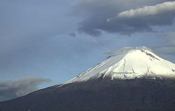 En las últimas 24 horas, mediante el sistema de monitoreo del volcán Popocatépetl se identificaron 40 exhalaciones y 104 minutos de tremor
