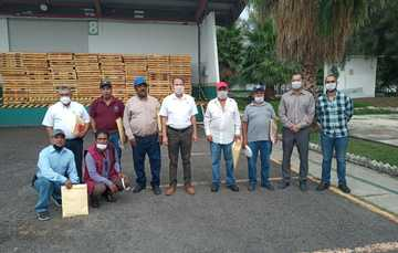 Diconsa Guanajuato entrega reconocimientos a personal comunitario por años de servicio