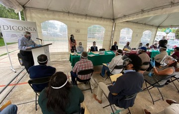 Diconsa Querétaro entrega reconocimientos a personal comunitario por años de servicio