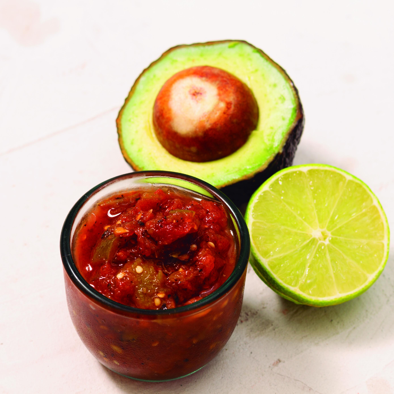 Una buena salsa, ya sea verde o roja, es el acompañamiento ideal para unos deliciosos tacos.