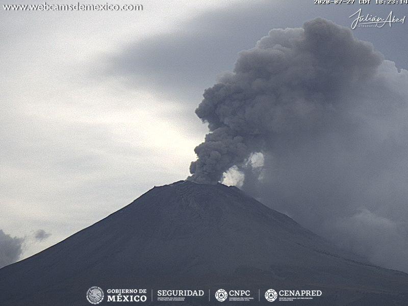 En las últimas 24 horas, mediante el sistema de monitoreo del volcán Popocatépetl se identificaron nueve exhalaciones, una explosión moderada, una explosión menor y 671 minutos de tremor.