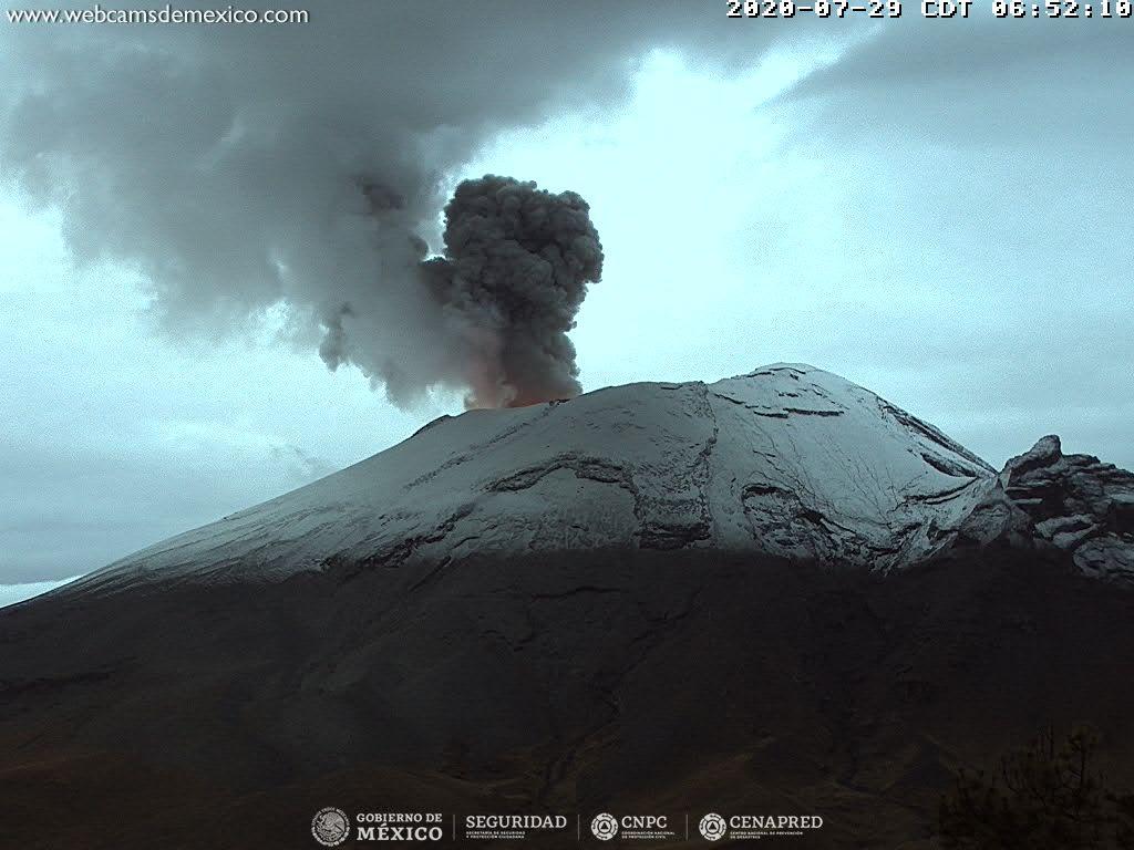 En las últimas 24 horas, mediante el sistema de monitoreo del volcán Popocatépetl se identificaron 16 exhalaciones, 1 097 minutos de tremor y tres explosiones menores.