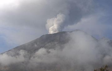 En las últimas 24 horas, mediante el sistema de monitoreo del volcán Popocatépetl se identificaron 10 exhalaciones acompañadas de gases volcánicos y en ocasiones de ligeras cantidades de ceniza. Adicionalmente se registraron 1159 minutos de tremor.