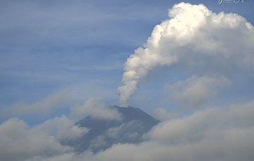 En las últimas 24 horas, mediante el sistema de monitoreo del volcán Popocatépetl se identificaron 16 exhalaciones acompañadas de gases volcánicos y en ocasiones de ligeras cantidades de ceniza. Adicionalmente se registraron 1292 minutos de tremor.