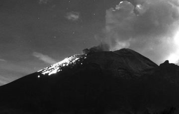 En las últimas 24 horas, mediante los sistemas de monitoreo del volcán Popocatépetl se identificaron 23 exhalaciones acompañadas de vapor de agua, gases volcánicos y ligeras cantidades de ceniza.