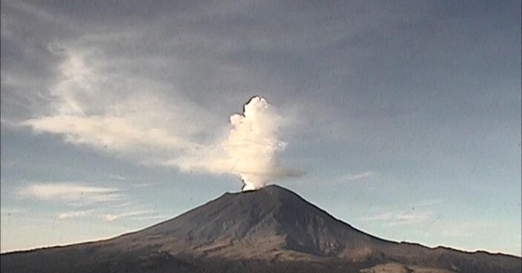 En las últimas 24 horas, mediante los sistemas de monitoreo del volcán Popocatépetl se identificaron 54 exhalaciones acompañadas de vapor de agua, gases volcánicos y ligeras cantidades de ceniza.