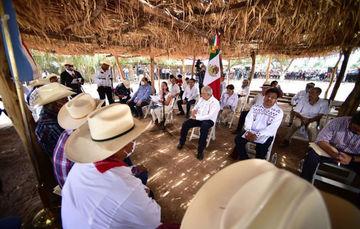 En Vícam, presidente López Obrador suscribe histórico decreto que constituye la Comisión de Justicia del Pueblo Yaqui.