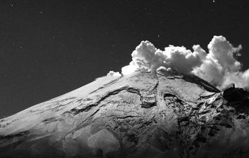 En las últimas 24 horas, mediante los sistemas de monitoreo del volcán Popocatépetl se identificaron 21 exhalaciones acompañadas principalmente de vapor de agua y gases volcánicos.