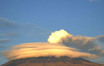 En las últimas 24 horas, mediante los sistemas de monitoreo del volcán Popocatépetl se identificaron 178 exhalaciones, algunas acompañadas de gases volcánicos y en ocasiones de ligeras cantidades de ceniza. Adicionalmente se registraron 15 min. de tremor.