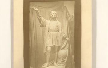 """Para conmemorar el inicio de la expedición, la Mapoteca presenta la imagen: """"Estatua de Cristóbal Colón"""", elaborada en siglo XIX."""