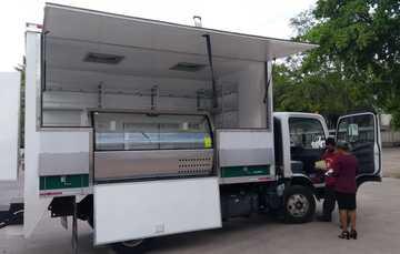 Recibe PASL Sinaloa 2 unidades móviles para venta de leche y canasta básica