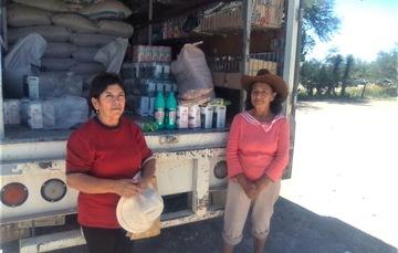 Abastecen a comunidades vulnerables de Nuevo León con tienda móvil
