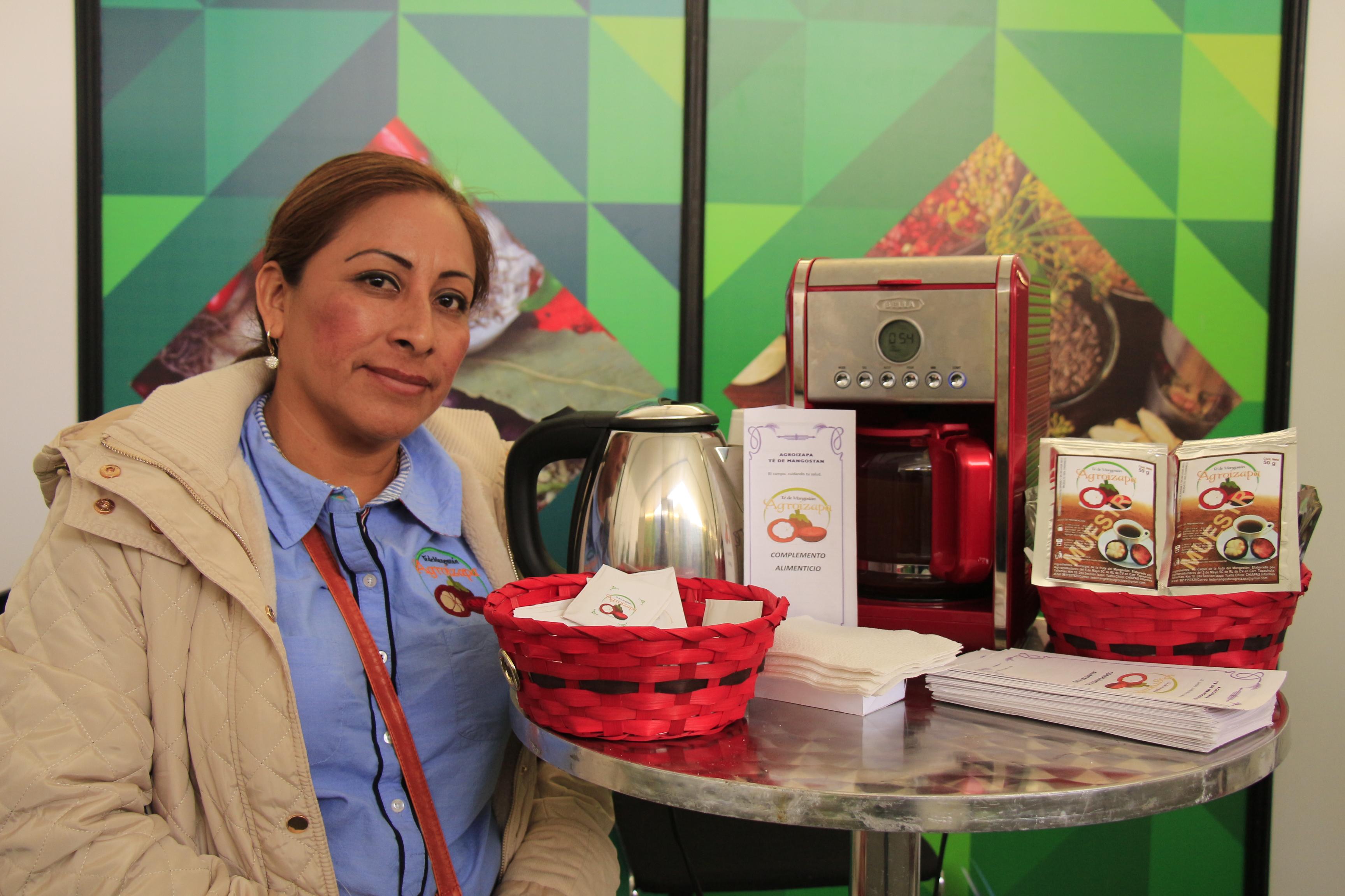 Miembro de grupo social dedicado a la producción de café, apoyado por el INAES.