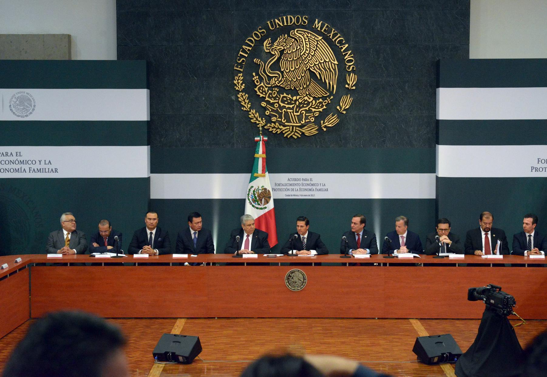 """""""Los que hoy suscribimos este instrumento, refrendamos nuestra convicción de que nuestro país requiere que las y los mexicanos enfrentemos unidos los desafíos que le imponen las condiciones actuales""""."""