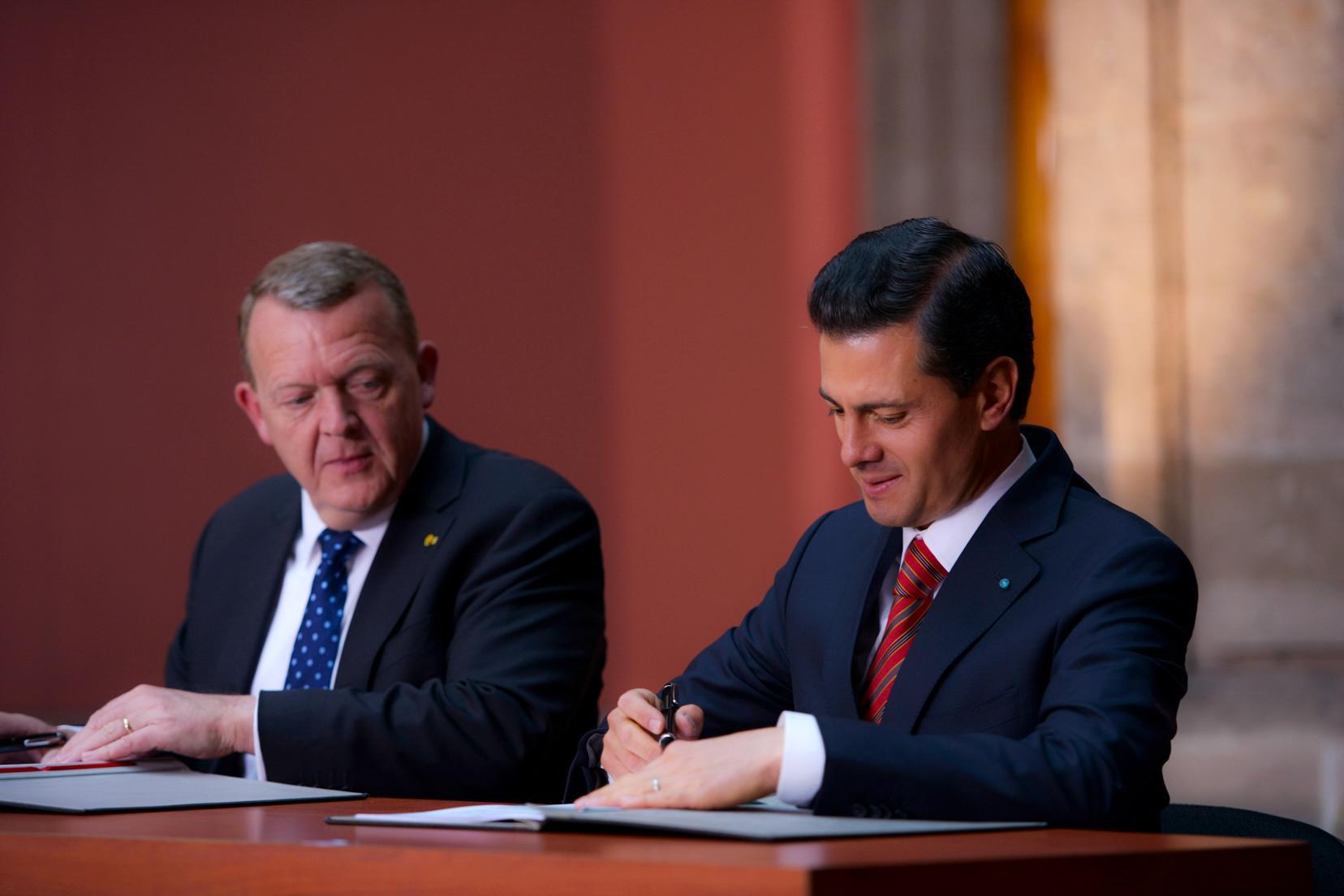 Con objeto de impulsar el crecimiento económico en sus respectivos países, los Líderes se comprometieron a incrementar sustancialmente las relaciones bilaterales en los próximos años.