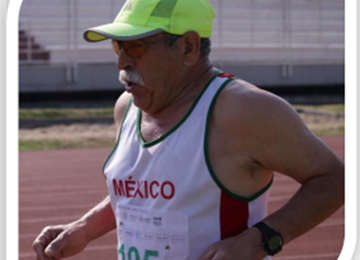 Adulto mayor deportista de Quintana Roo.