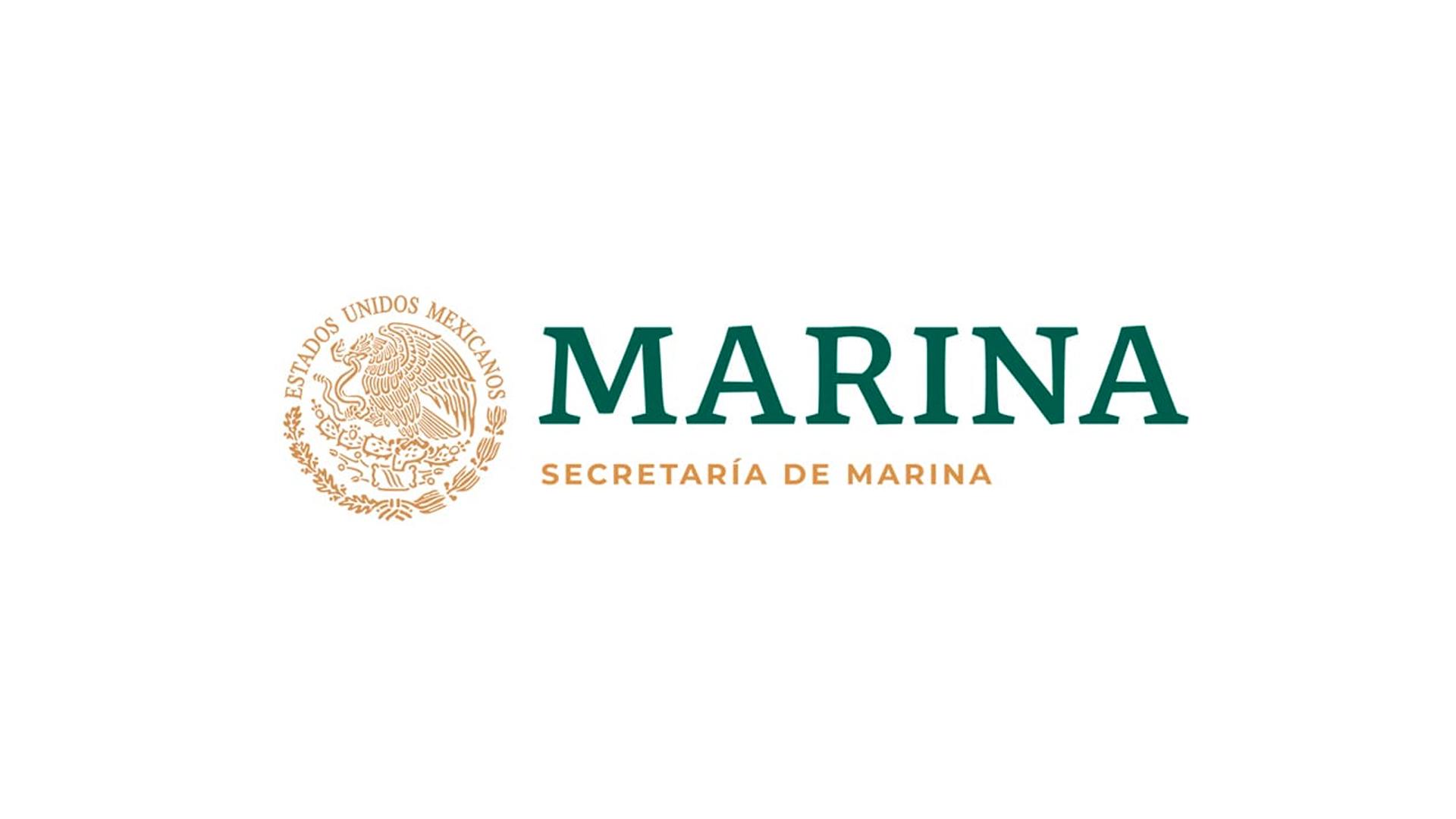 Escudo nacional de color oro, al lado derecho la leyenda en color verde y en la parte de abajo dice secretaría de marina en color oro