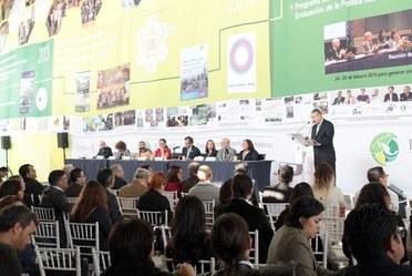 Dr. Carlos Miguel Valdés González, Director General del Centro Nacional de Prevención de Desastres (CENAPRED) presentó en el Encuentro Nacional de Respuestas al Cambio Climático que organiza el Instituto Nacional de Cambio Climático (INECC)
