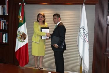 """Titulares del SAE y la PGR firman convenio de colaboración """"Interfaz"""""""